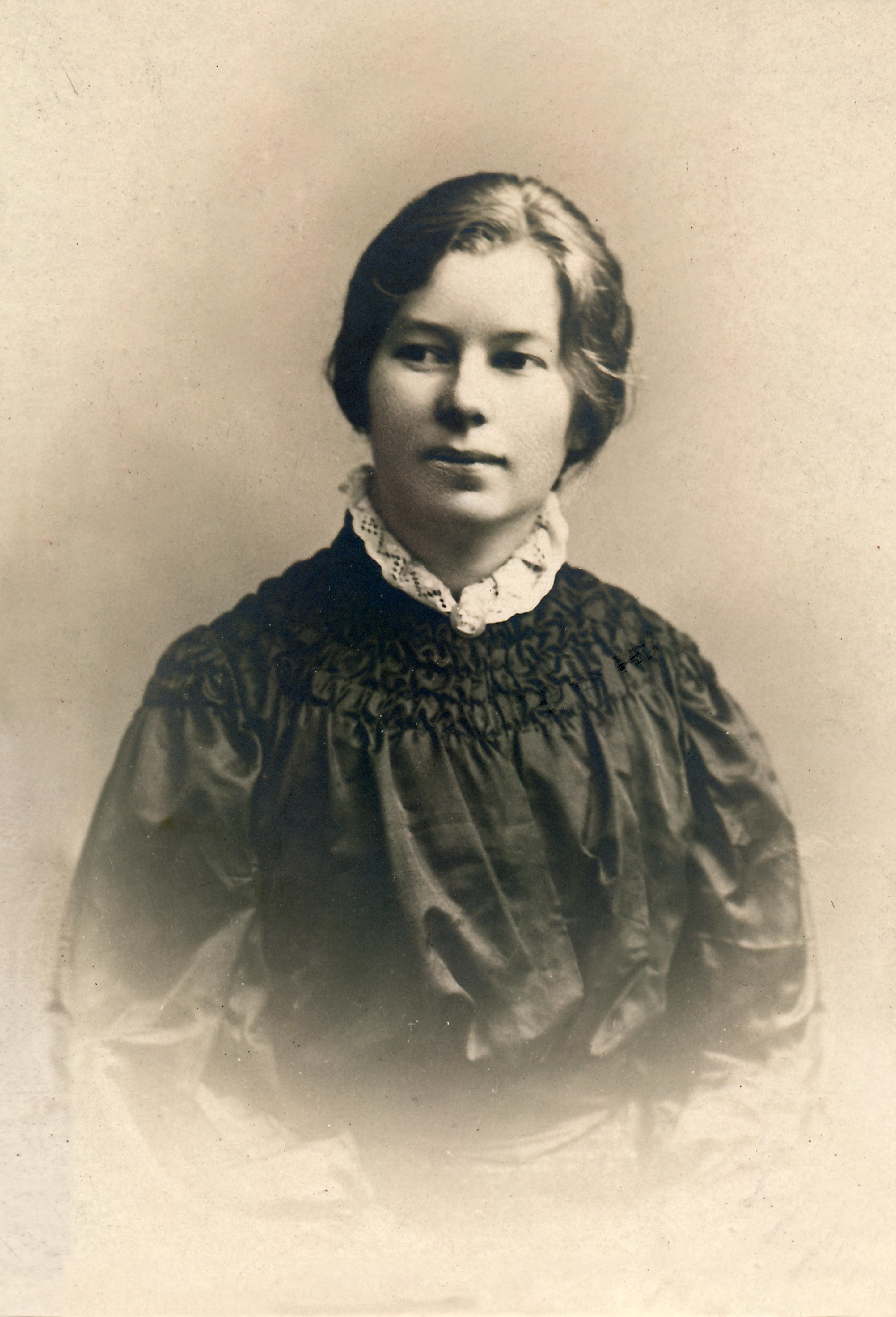 Helga_Ancher._1906._Foto_G.B._Colamedici,_Rom